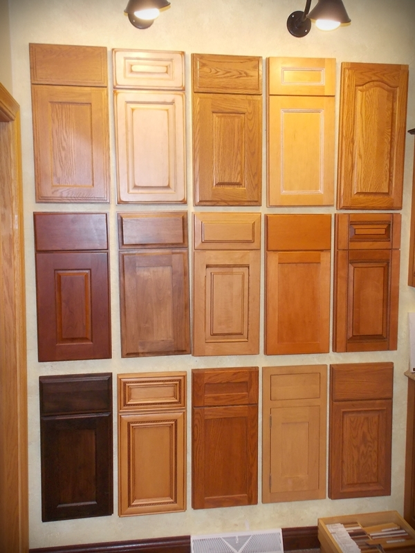 Cabinet door styles and drawers in Manitowoc